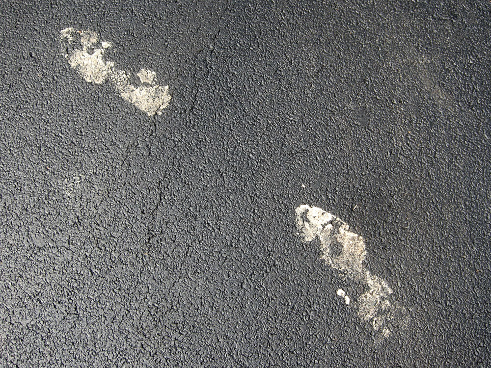 Footprints in my parent's driveway from thief