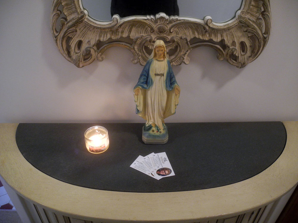 Realtor shrine in houe on Wisner Road in Rochester, New York