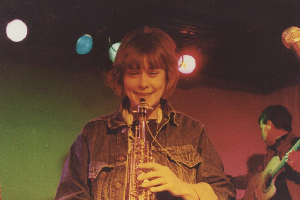 Peggi Fournier performing with Personal Effects at Scorgie's in Rochester, New 1983. Photo by Ed Richter.