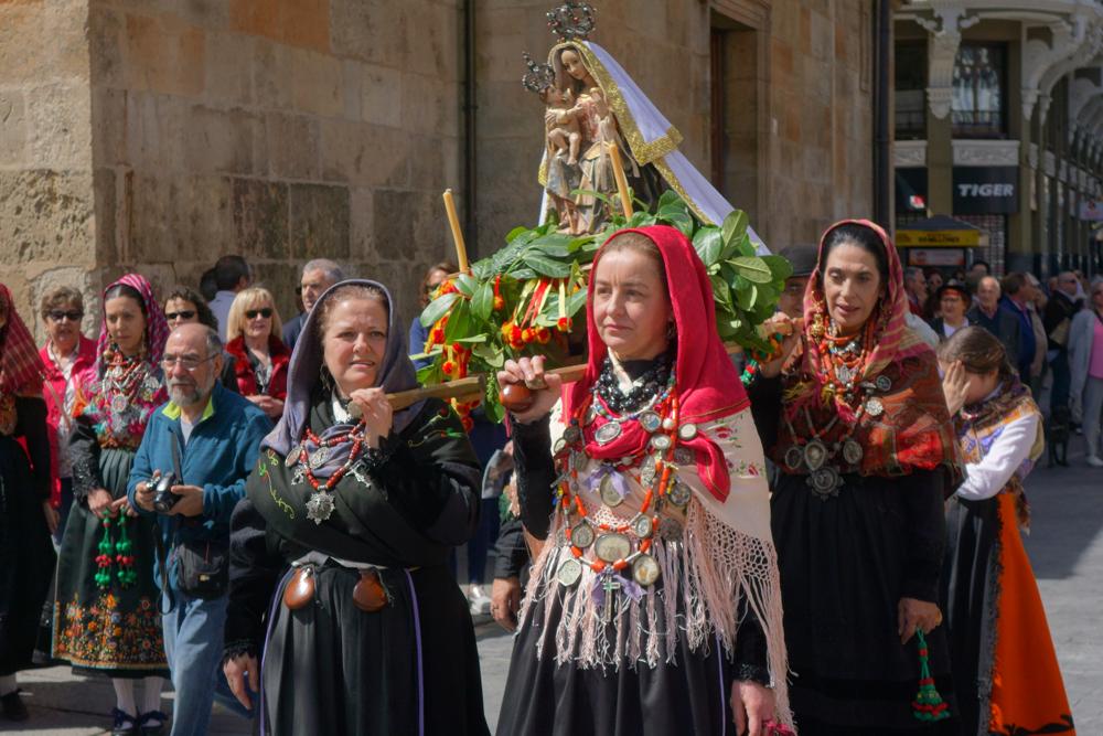 Parade in LEon for Castilla y Leon Day