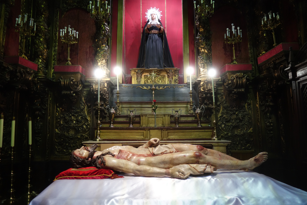 Statue of dead Christ in Madrid church 2018