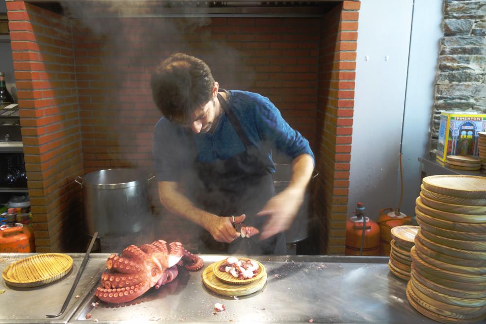 Chef at Pulperia Luis in Darria Espana