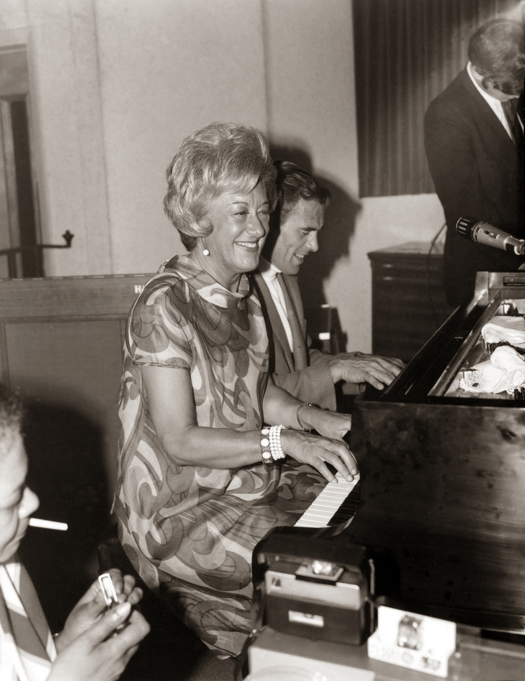 "Marian McPartland and Linc Milliman playing piano at Doug Duke's ""Music Room"" on the corner of Lake Avenue and Latta Road in Rochester, New York"