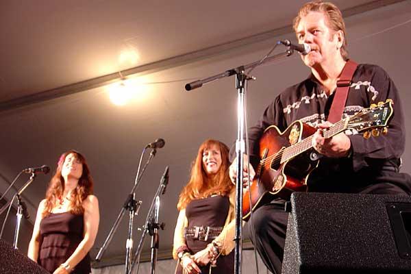 Dan Hicks performing at the 2007 Rochester International Jazz Festival