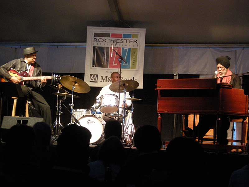 Doctor Lonnie Smith performing at the 2008 Rochester International Jazz Festival