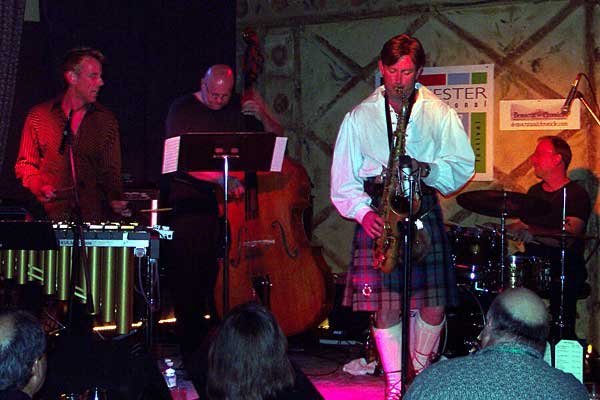 Joe Locke performing at the 2004 Rochester International Jazz Festival