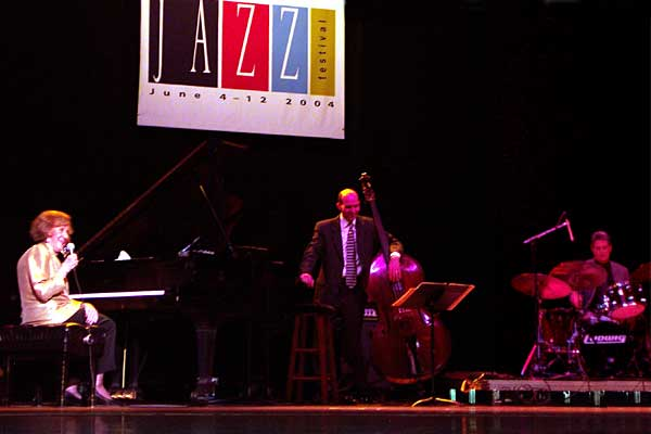 Marian McPartland performing at the 2004 Rochester International Jazz Festival