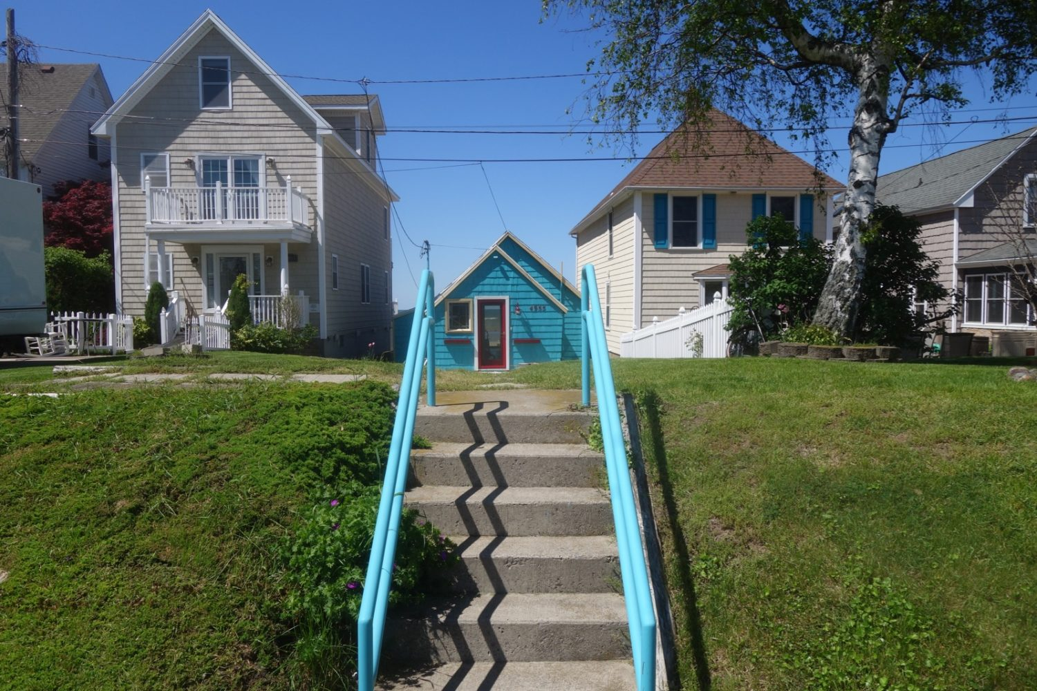 Turquoise house along Lake Ontario on Culver Road