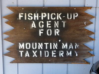 Mountain Man Taxidermy sign