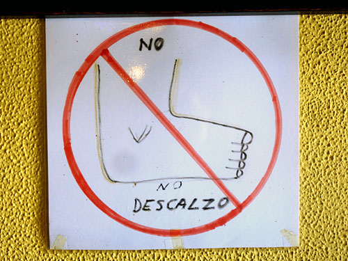 No Desdalzo, Stinky Feet sign