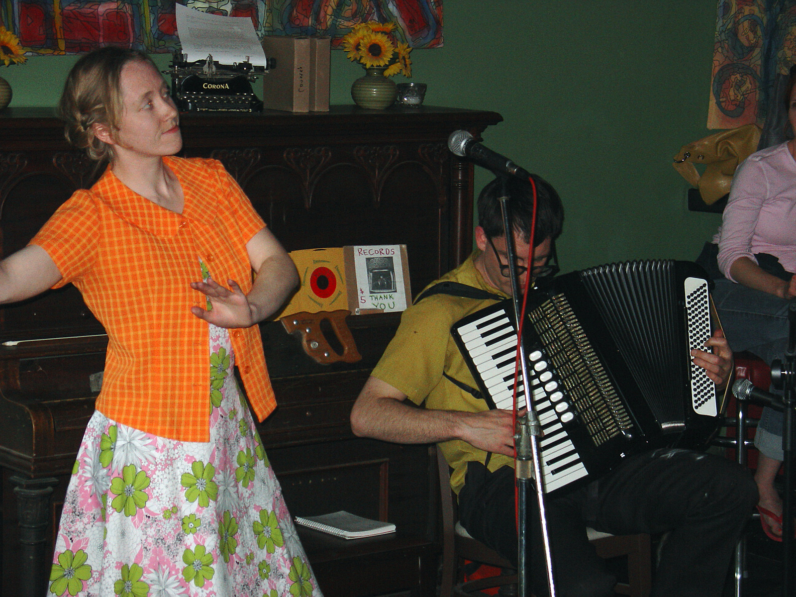Dreamland Faces performing at Lux in 2005