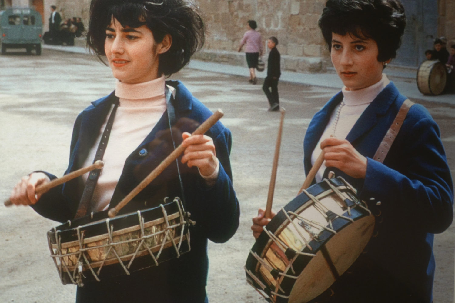 Carlos Saura photo of two women drummers.