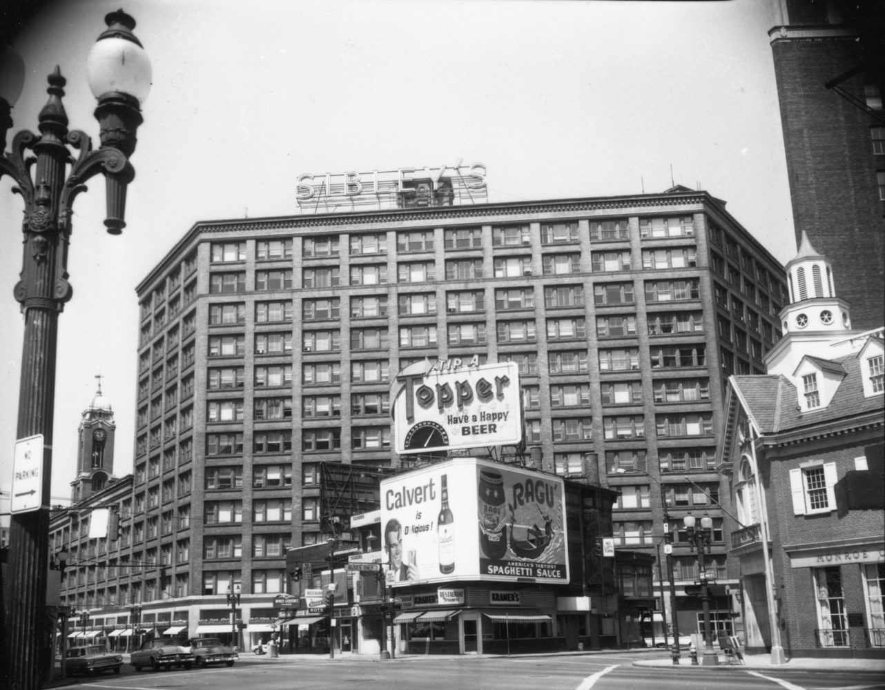 View of East Main from East Avenue. Building with Topper Beer ad is site of Liberty Pole today. - photo from City of Rochester