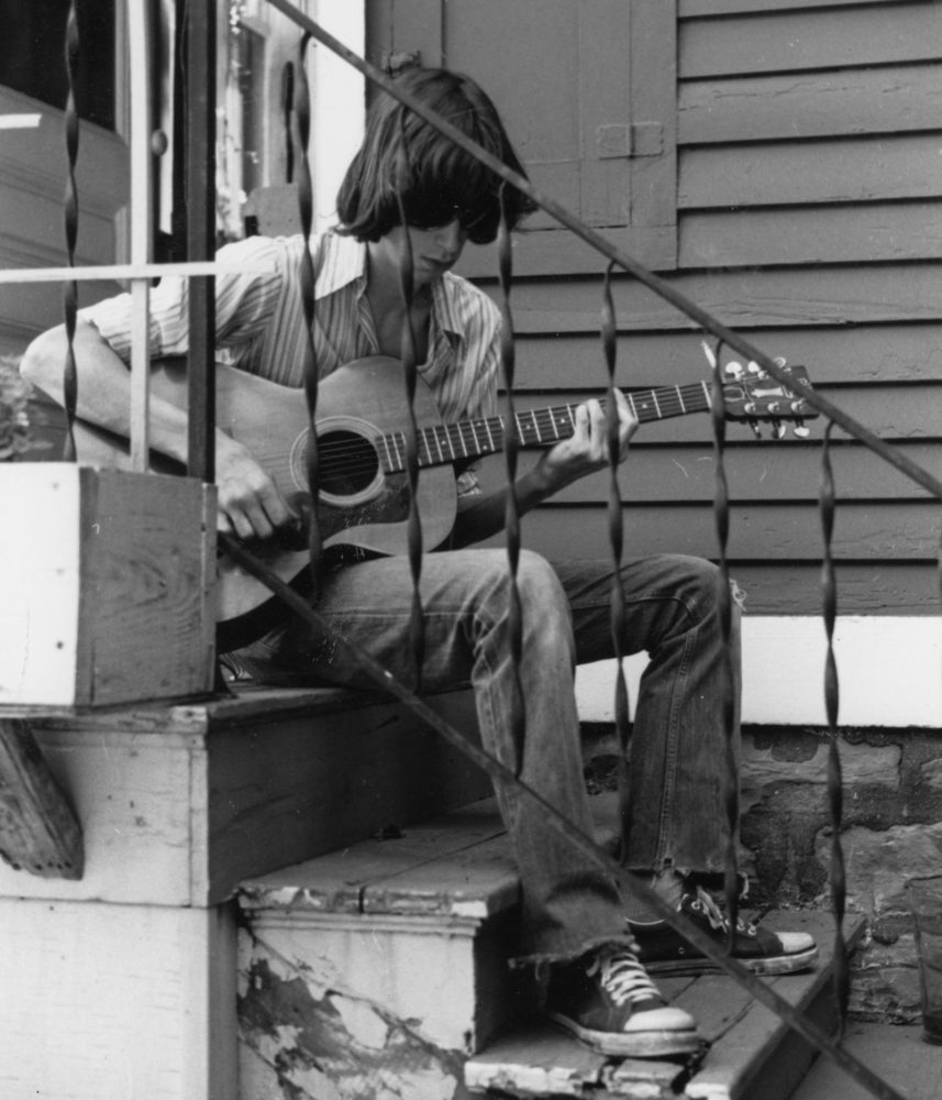 Dale Mincey of New Mat playing guitar on Dartmouth Street