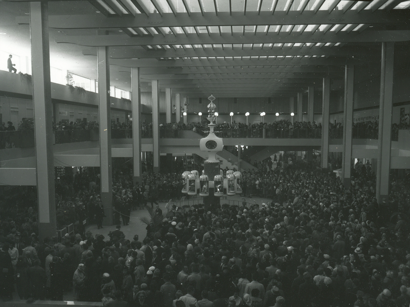 Crowd at Midtown Plaza on April 10, 1962 – photo from City of Rochester